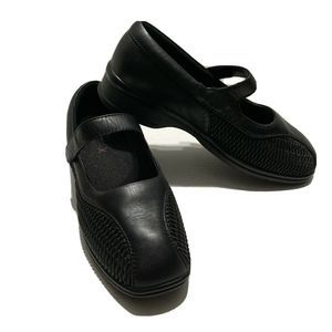Womens Black Leather shoes Nursing  Mary Janes